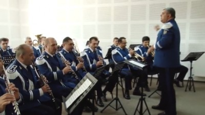 Un performance ciudat, din partea Jandarmeriei Române. Tribut lui Justin Bieber
