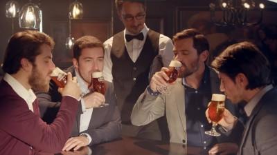 [Știri de nicăieri] De ce au bărbații români barbă în reclame?