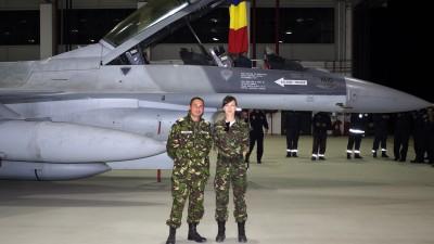 [Check-in la stat] Dublu căpitan Laura Istrate: la bazele aeriene și în biroul de social media
