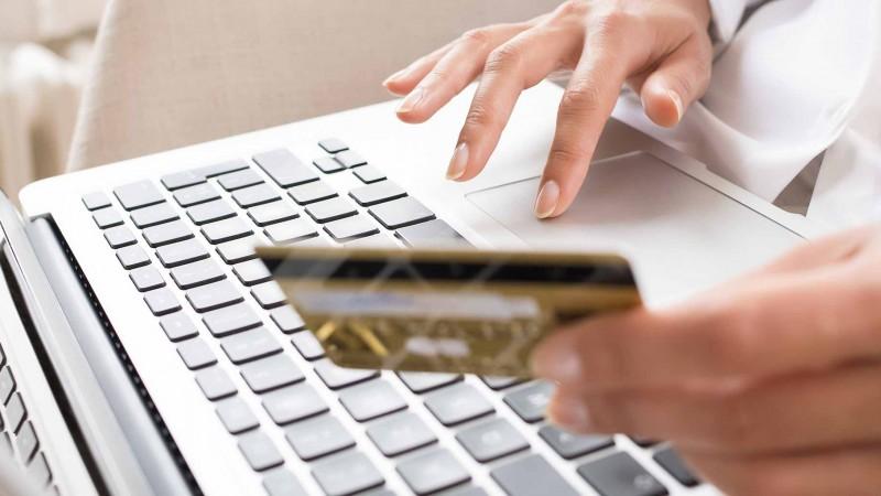 Cresteri cu aproape 60% ale platilor online prin card in primele trei trimestre ale anului 2016