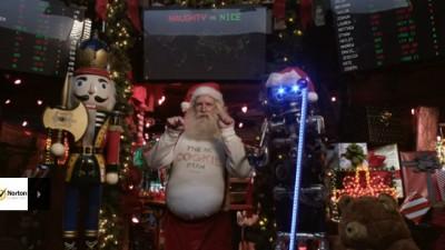 Moș Crăciun descoperă internetul