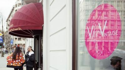 V for VINTAGE #17 face istorie la Grand Hotel du Boulevard