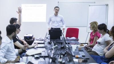 """Cătălin Ionașcu, fondatorul RomanianCopywriter.ro: """"În următorii 5 ani un copywriter va trebui să își adapteze textele pentru materiale vizuale de consum rapid"""""""