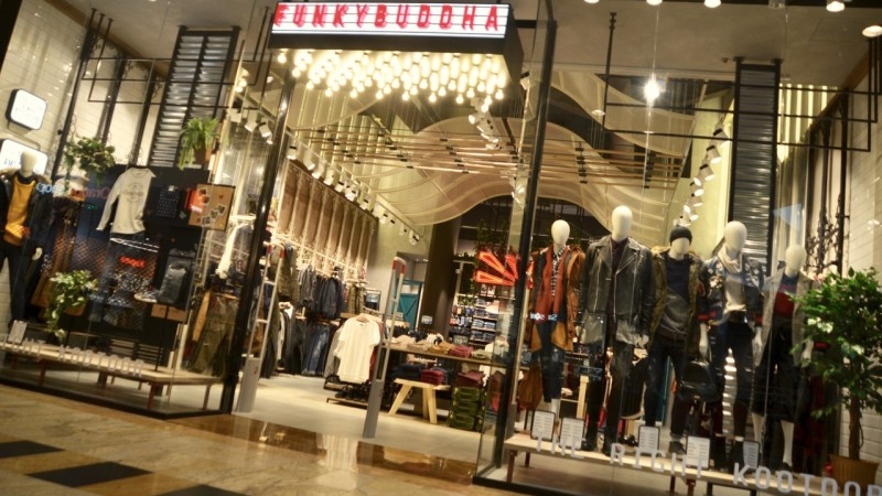Funky Buddha lanseaza primul magazin din Romania in Baneasa Shopping City.Brandul introduce stilurile indie, pop-culture si clasic with a twist