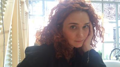 [Asa sa faci la prezentare] Laura Nedelschi, Kubis Interactive: Sa pleci de la ideea ca nu esti performer in fata audientei, ci partener pentru un business va seta automat un nivel al discursului