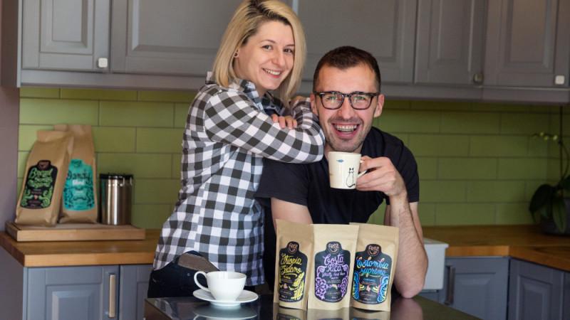 [Specialiștii in cafea] Iulia Dincă și Alexandru Gheorghe, de la îmborcănat legume, fructe și personalitate, la Frez Coffee