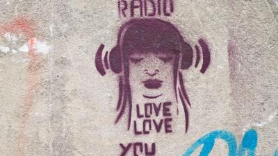 Daca vrei sa scapi de Sf. Valentin, asculta radioul