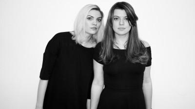 Sandra Bold si Simona Suman s-au luat de mana si-au facut Lady Steps