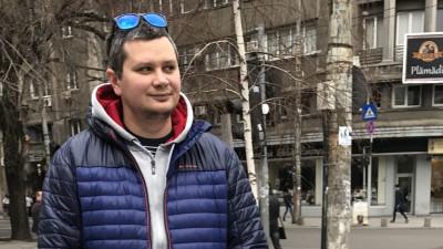 [Scriitorii de TV] Radu Crahmaliuc: Citesc toate scenariile cu voce tare la final. E destul de ciudat la 3 noaptea, dar e sănătos, nu toate lucrurile scrise sună la fel de bine și când le zici pe gură