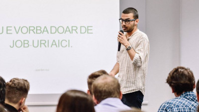 [#GrowUp, versiunea reală] Vizionar, 17 ani, coordonează o rețea de sprijin gratuit pentru tineri. Robert Nastasă și asociația Bucureștiul Tinerilor