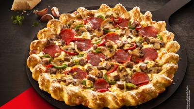 Pizza Hut și Pizza Hut Delivery au lansat cea mai nouă inovație: pizza cu usturoi – Cheesy Garlic Twist