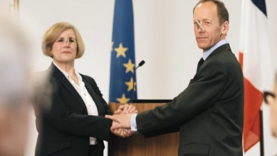 Inovație în diplomație: Ca să nu mai simți mirosul crimelor de război