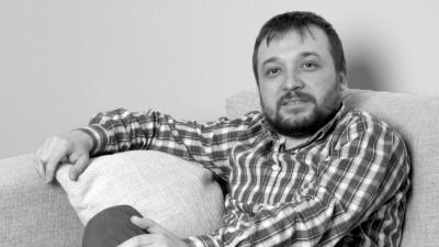 [Ce se-ntampla, Artule?] Viorel Holovaci (FCB Bucharest): Vorbim de Art 2.0 si despre dependenta de internet; sa vezi haos cand se ia curentul sau nu merge internetul