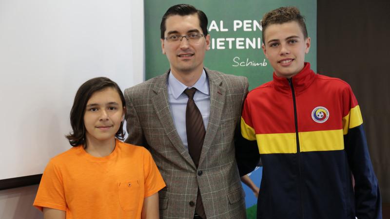 Răzvan Burleanu, președintele Federației Române de Fotbal, este alături de reprezentanții României în programul Fotbal pentru Prietenie