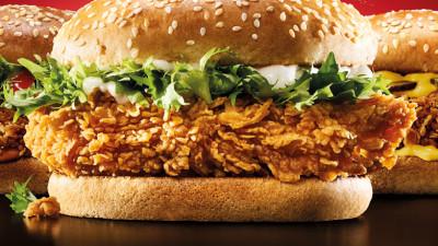 """KFC relansează Zinger prin campania """"Mai bine pe bune decât cool"""""""
