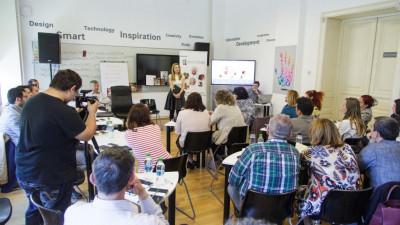 """Samsung lansează concursul """"eProfesor"""" prin care caută profesorii digitali ai anului"""