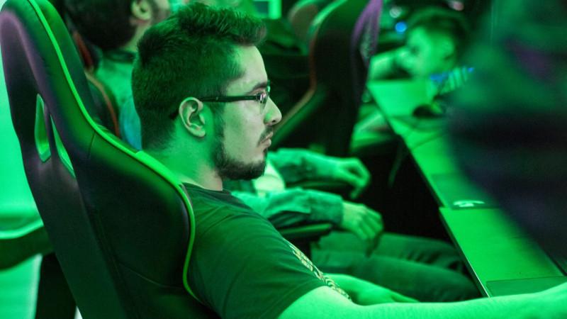"""[Stream cu gameri] Andrei """"tsema"""" Iliescu: Eu si taica-meu foloseam aceeasi strategie in Starcraft, dar cu timpul, am devenit mai bun ca el"""