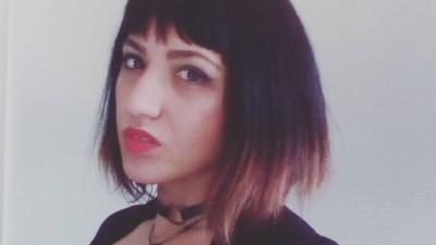 [Pauza de poezie] Olga Ștefan: Suntem degeabgiii de serviciu. Poezia e un hobby pe care în unele medii e recomandabil să îl și ascunzi. Poezia e fetiș