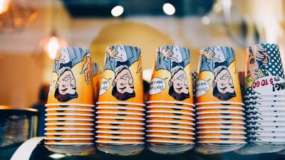 Mr Espresso și Miss Latte pe paharele 5 to go. Prima cafenea to go din România care a introdus personaje pe pahare de cafea