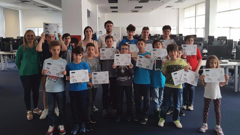 BRD susține două echipe de elevi români în competiția internațională de programare CoderDojo 2017