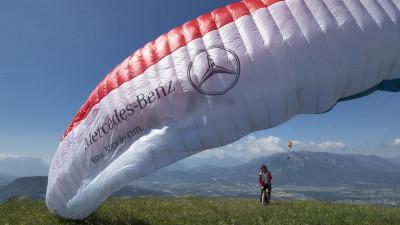 Born to run: legendarul parapantist Toma Coconea și Mercedes-Benz Vito pornesc în cucerirea Munților Alpi