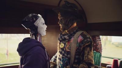 Când un robot iubea o sperietoare