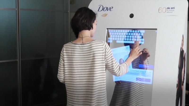 "Oglinda interactiva Dove ""60 de ani de frumusete adevarata"", o campanie hi-tech de marketing emotional in-store, marca Perceptum"