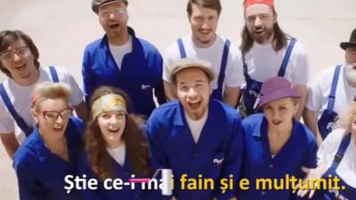 Așa-i românul, cântă când vopsește