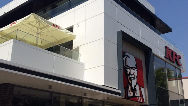 KFC deschide în Bucureşti un nou restaurant de tip Drive Thru cu un design inovator. Investiția s-a ridicat la peste un milion de euro