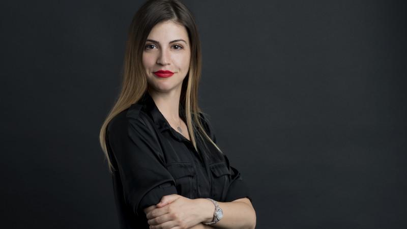 Laura Caraculacu paveaza Art Land-ul cu fotografie fashion