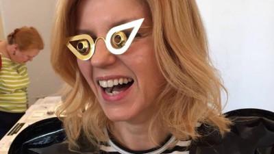 """[Folclorul din reclame] Alina Gavrilă-Borțun despre """"Zboară, puiule, zboară"""": Unii se închină și acum la amintirea acestei grozăvii de neconceput"""