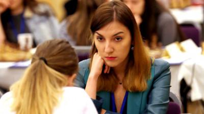 [Tineri campioni] Irina Bulmaga a luat bronzul la Olimpiada de Sah din Norvegia, dar jobul de sahista ramane unul greu in Romania