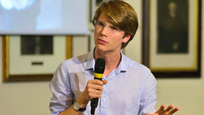 [Tineri campioni] Tudor Musat a castigat Campionatul National de Dezbateri al Romaniei, iar apoi a plecat la Cambridge
