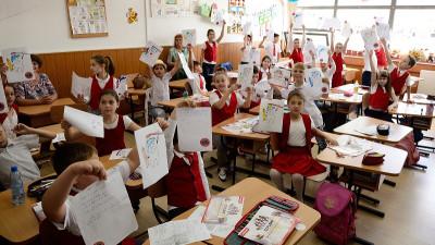 Colgate România și voluntarii Crucii Roșii Române învață 100 000 de copii din 16 județe cum să aibă o igienă orală corectă