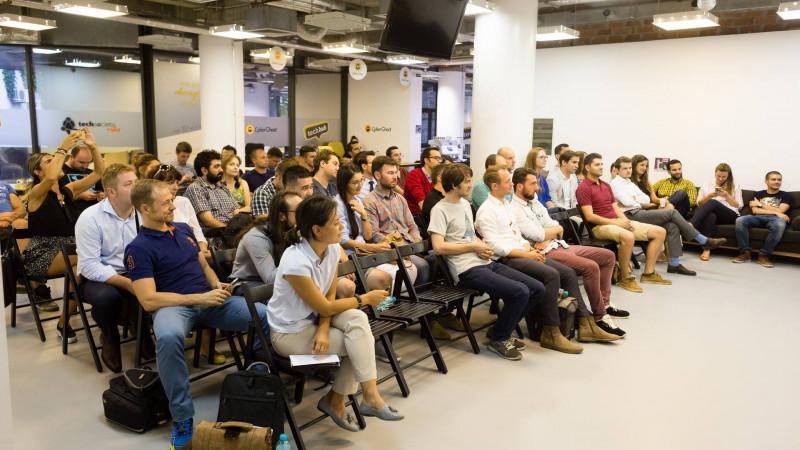 Antreprenori din Marea Britanie, Cehia, Bulgaria, Croația și Polonia lucrează cu startup-urile fintech la TechHub Bucharest Fintech Month