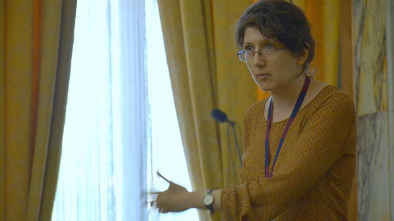 [Tineri campioni] Nu ridici tonul, nici nu dai din mâini. Debate-ul, explicat de Ioana Covei, actual Delegat de Tineret la ONU
