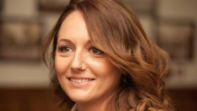 [Industria reciclarii] Alexandra Chenaru-Ghenea (Ecoteca): Scoala nu-si asuma rolul de cetatean pe care i-l recomanda copilului, iar asta decredibilizeaza tot demersul campaniilor