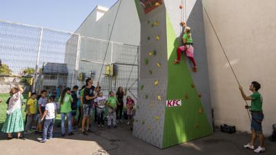 KFC și Asociația Climb Again susțin copiii cu nevoi speciale în practicarea escaladei ca modalitate de terapie și performanță