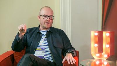 """IAA. Exercițiu filosofic cu Jamie Brassett (University of the Arts London): """"Să greșești experimentând este un pas important în actul creativ"""""""