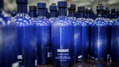 ABSOLUT Vodka dezvăluie posibilitățile infinite ale nopții cu Absolut UNCOVER, noua ediție limitată
