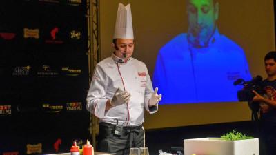 [Gustul pasiunii] Ioan Florescu: Provocarea unui bucătar cu viziune este să gătească cu materie primă locală, de obicei găsită în piețele orașului său