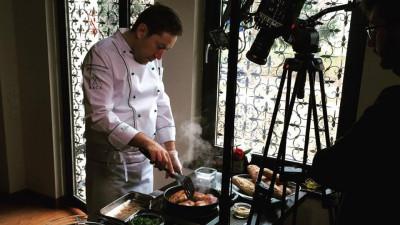 [Gustul pasiunii] Chef Cezar Munteanu: Un bucătar fără personalitate este ca o poezie fără rime. Bucătarii sunt cei ce dau valoarea unui restaurant
