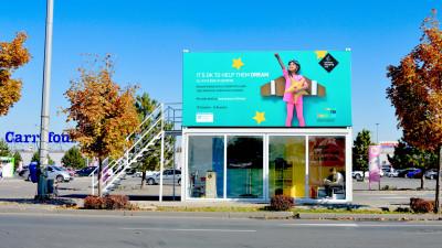 Aproape 4.000 de kg de îmbrăcăminte și încălțăminte colectate în campania It`s OK to help them dream, dezvoltată de FCB Bucharest și Băneasa Shopping City