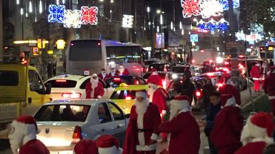 100 de Moși Crăciun în trafic. Cum au reacționat bucureștenii