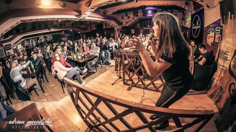 [Stand up, comedie!] Maria Popovici: Un comediant bun e un observator in viata de zi cu zi. E autoironic si poate face haz de necaz