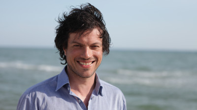 Cineastul Alex Iordăchescu: Într-un fel, ficţiunea mă face să trăiesc mai intens realitatea