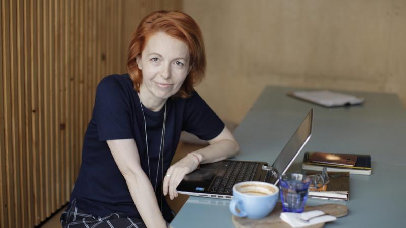 "[Bibliografii personale] Cristina Bazavan: ""Obisnuiesc sa ma trezesc la 6, ca rutina zilnica, iar in weekend imi rezerv 3-4 ore dimineata si citesc o carte cap coada"""