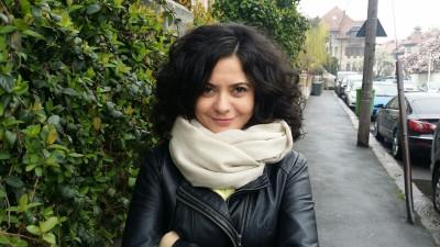 """[Bibliografii personale] Daniela Petrescu: """"Să-ți impui un număr de ore mi se pare că spune că, de fapt, nu prea-ți place să citești, dar o faci dintr-un motiv nepotrivit, după părerea mea: ca să dai bine"""""""