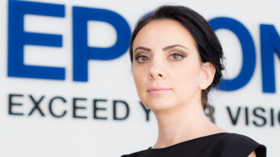 [Tricou de designer] Alina Silvestru (EPSON Romania): Participantii ar trebui sa nu se teama de culoare. Noua ne plac mult culorile