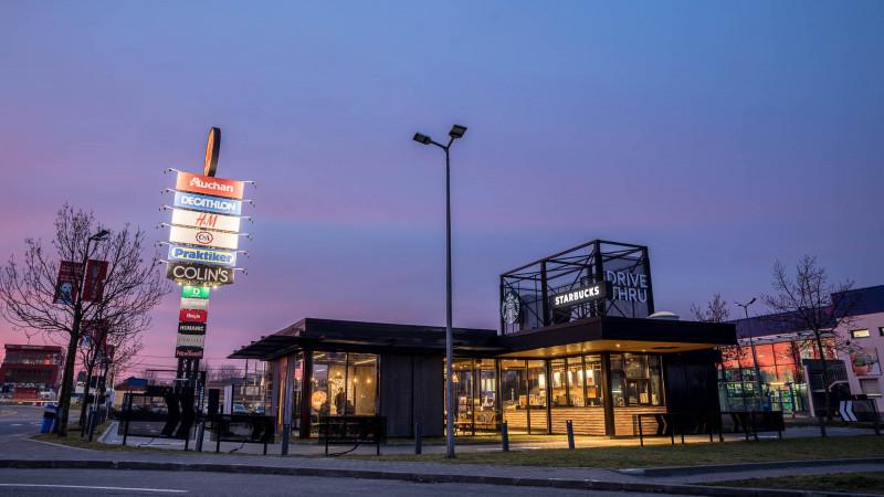 Starbucks deschide prima cafenea Drive Thru din România